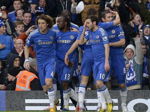 Chelsea celebrate Frank Lampard&#39;s opening goal of the game