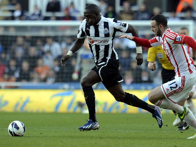 Moussa Sissoko gets away from Marc Wilson