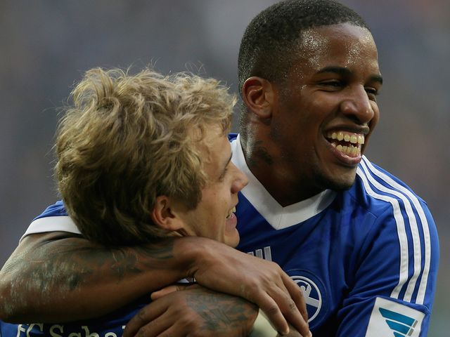 Teemu Pukki  celebrates with Jefferson Farfan