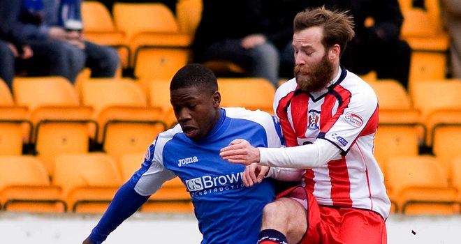Nigel Hasslebaink: Tussles with James Dayton at McDiarmid Park