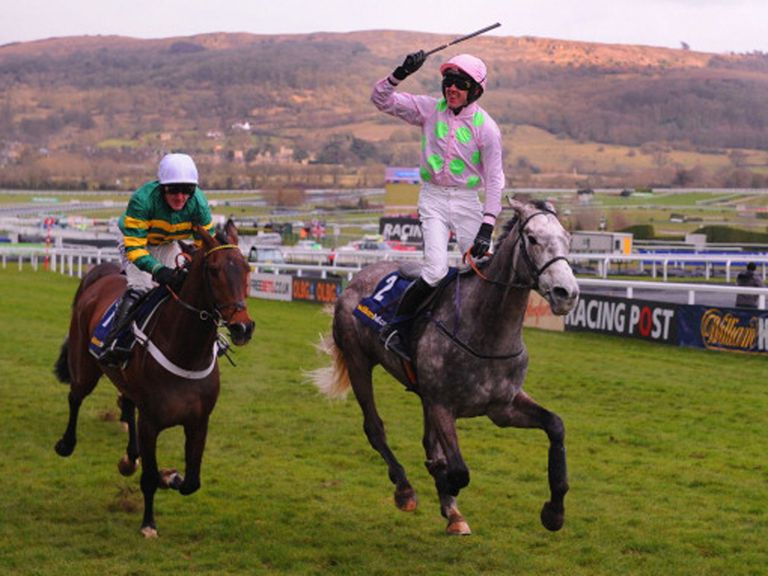 Champagne Fever winning the Supreme Novices' Hurdle
