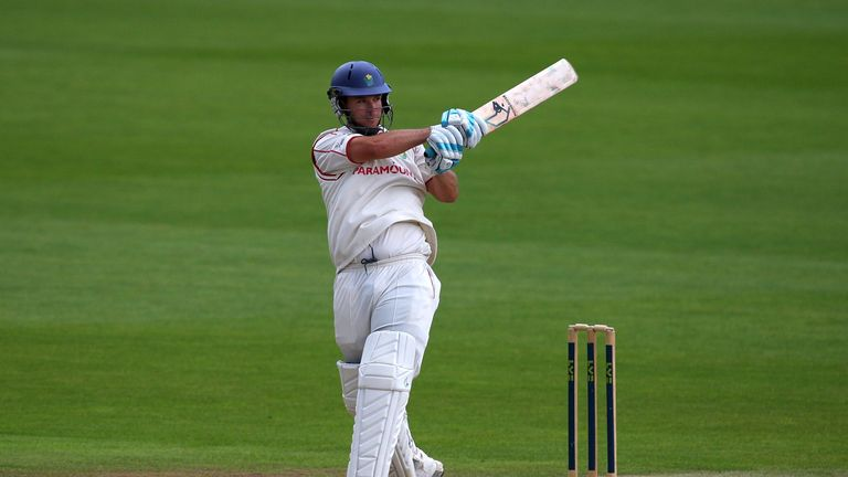 Jim Allenby: Staying at Glamorgan until the end of the 2017 season