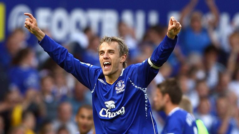 Phil Neville: Everton midfielder says focus should be on manager David Moyes on Sunday
