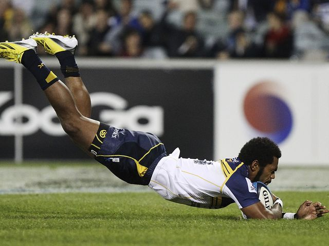 Henry Speight dives in for a Brumbies try