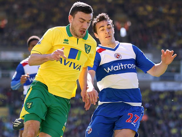 Robert Snodgrass battles with Stephen Kelly