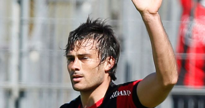Dario Cvitanich celebrates his goal for Nice