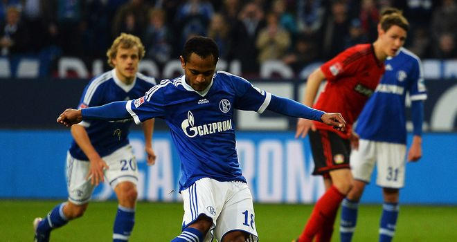 Raffael scores for Schalke