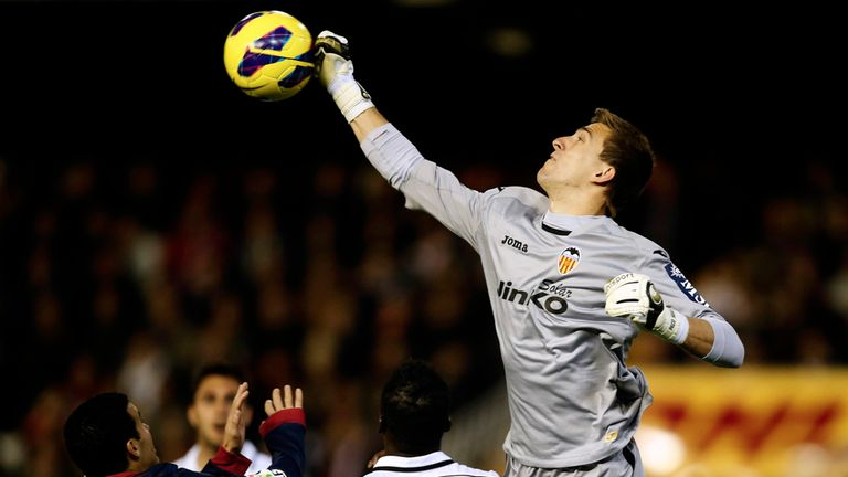 Vicente Guaita: Valencia say they do not plan on selling the goalkeeper