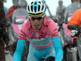 Nibali edges closer