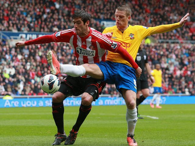 Danny Graham holds off Steven Davis