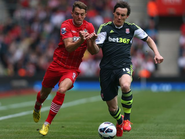 Jay Rodriguez is tackled by Dean Whitehead