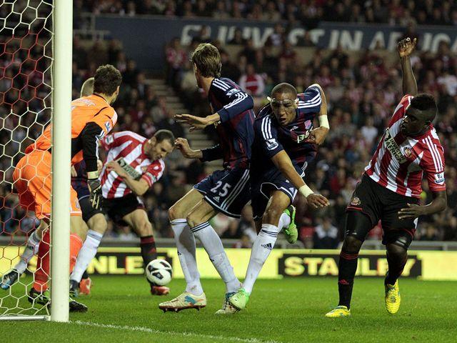 John O'Shea scores Sunderland's equaliser.