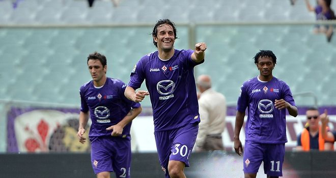 Luca Toni celebrates his goal for Fiorentina