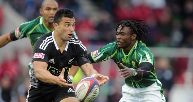 New Zealand's Sherwin Stowers vies with South Africa's Seabelo Senatia during the IRB Glasgow Sevens