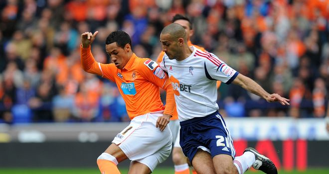 Tom Ince: Battles for the ball with Darren Pratley