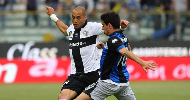 Yohan Benalouane of Parma competes for the ball with Atalanta's Giacomo Bonaventura