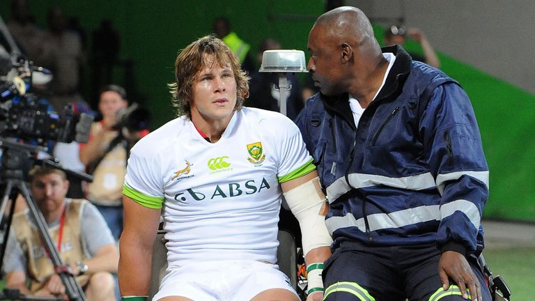 Arno Botha: Taken off with injured knee