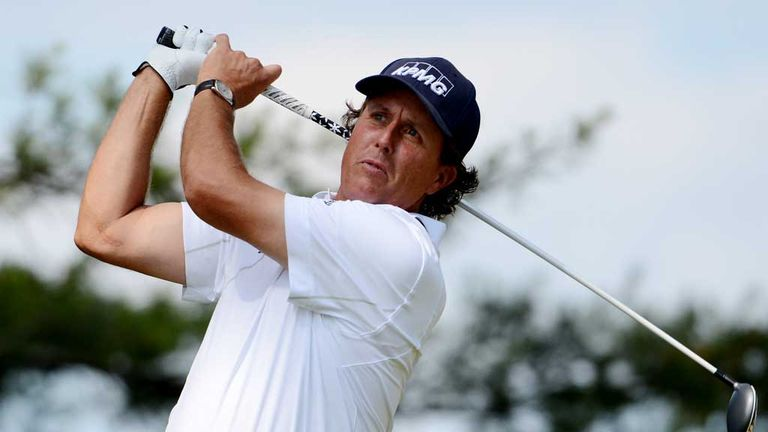 Phil Mickelson: Three birdies on the back nine