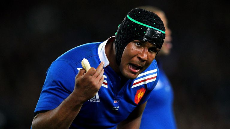 Thierry Dusautoir: Reclaims the captaincy from Pascal Pape