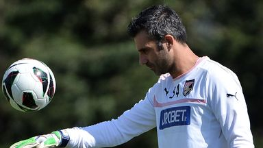 Stefano Sorrentino: Decides to stay with Palermo