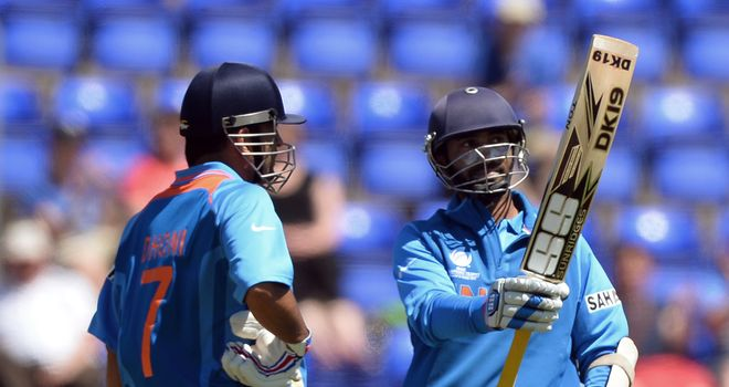 Dinesh Karthik (R): Put on stand of 211 with Mahendra Singh Dhoni