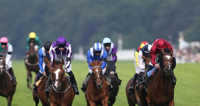 Leading Light (purple silks) powers home in the Queen's Vase