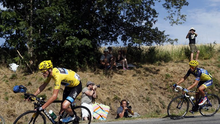 Chris Froome leads Alberto Contador down the Col de Manse