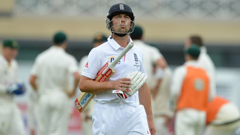 Jonathan Trott: Troops off after being given out by third umpire