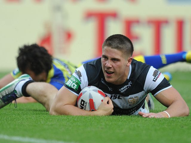 Tom Lineham goes in for a Hull FC try