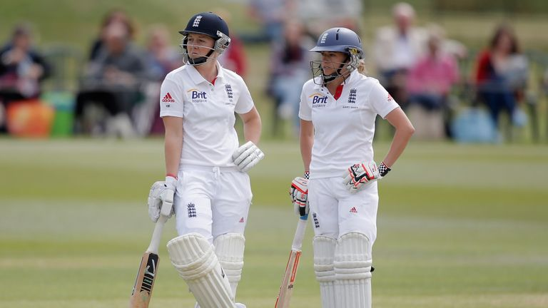 Heather Knight (L) and Laura Marsh: Frustrated Australia on day three