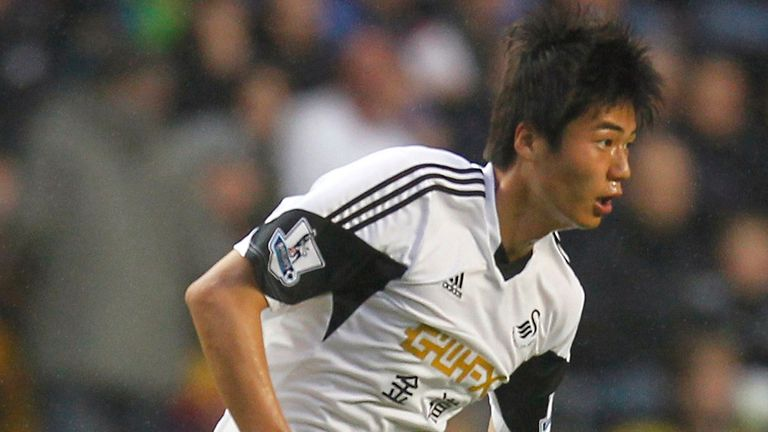 Ki Sung Yueng: Signs for Sunderland in loan deal