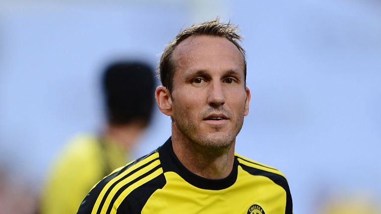 Mark Schwarzer: Chelsea goalkeeper ends Australia career