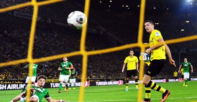 Robert Lewandowski scores Dortmund's winning goal
