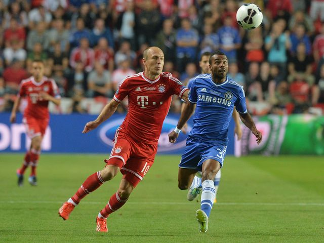 Robben and Cole keep focus on the ball.