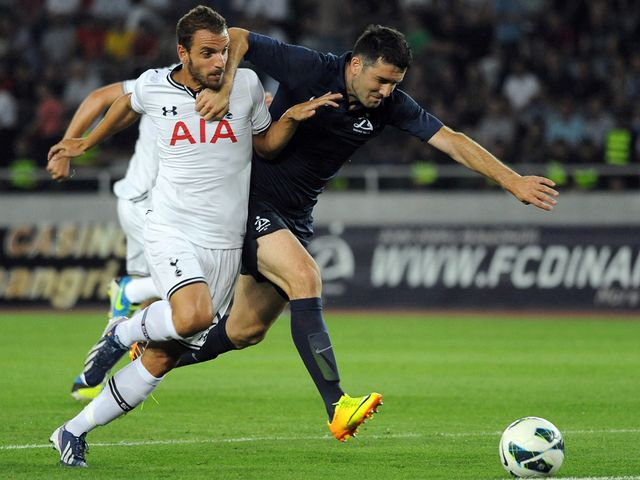 Roberto Soldado battles for the ball.