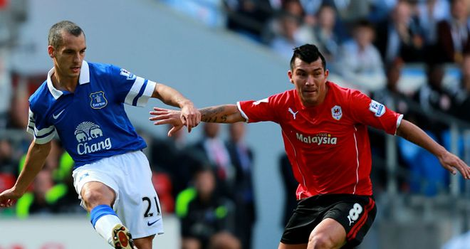 Leon Osman and Gary Medel: Contest for the ball