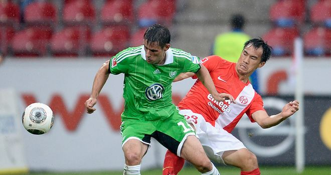 Christian Traesch battles with Shinji Okazaki