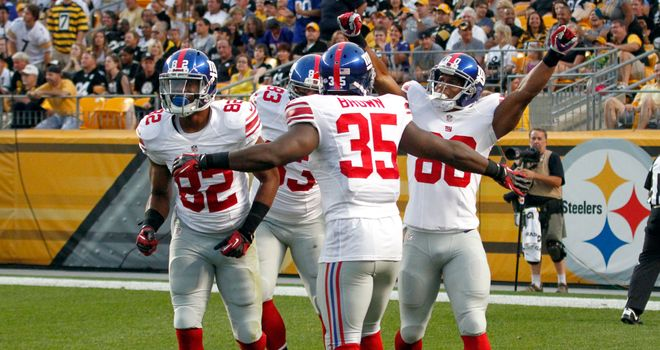 The New York Giants celebrate a touchdown by Victor Cruz (80) against the Pittsburgh Steelers.