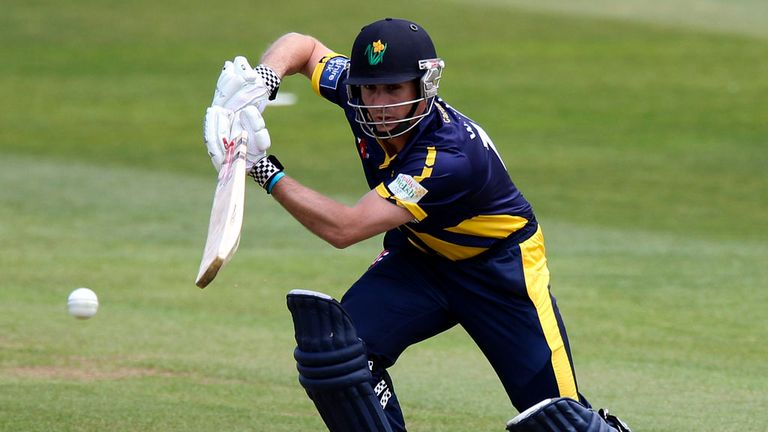 Mark Wallace: Extends Glamorgan stay