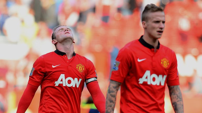 Alex Buttner (right): Tough start for United in league