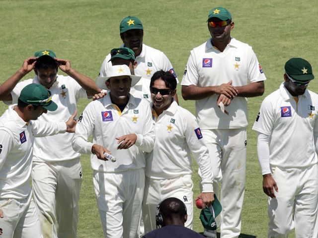 Pakistan celebrate their victory over Zimbabwe