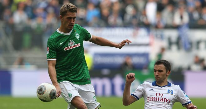 Milan Badelj of Hamburg challenges Nils Petersen of Werder Bremen