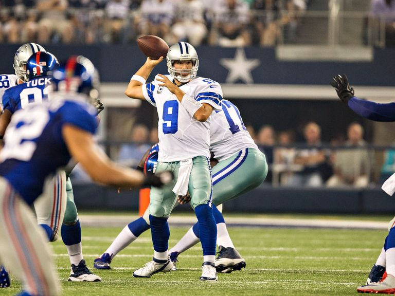 Tony Romo in action against New York Giants