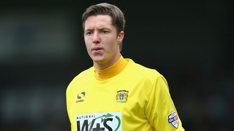 Wayne Hennessey: Bid from Palace accepted
