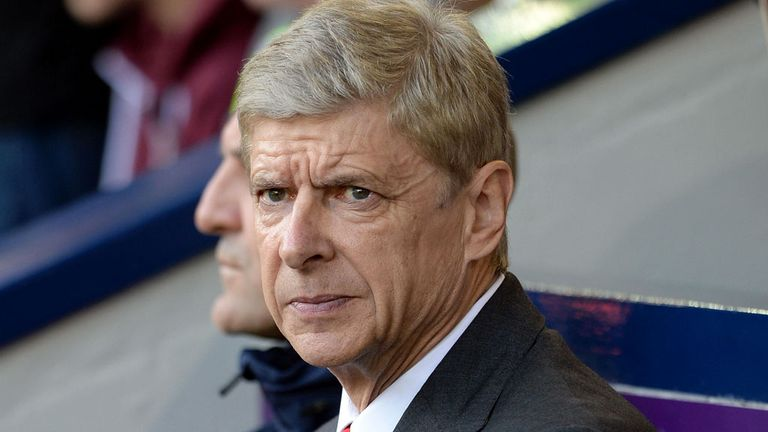 Despite their poor start to the season, Arsene Wenger has not ruled out Manchester United as a title challenger