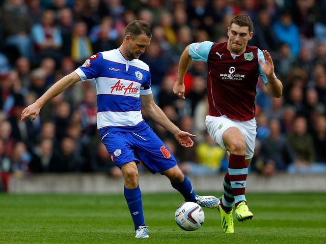 Sam Vokes tracks Clint Hill.