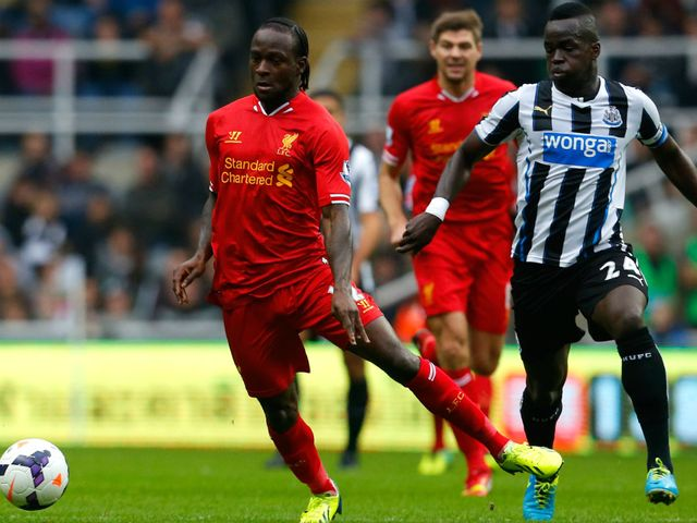 Moses looks to hold off Tiote