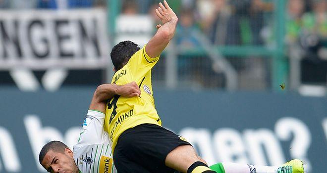 Alvaro Dominguez Soto and Robert Lewandowski battle for the ball