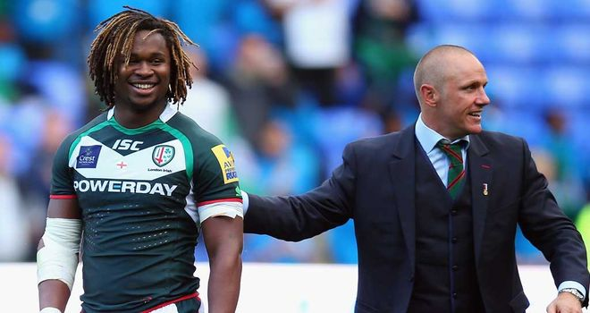 Marland Yarde celebrates with London Irish boss Brian Smith after the win over Harlequins