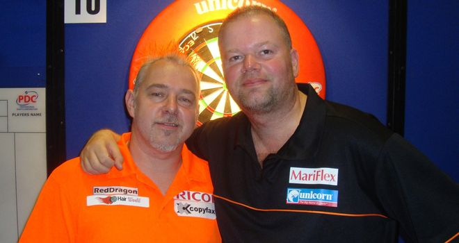 Raymond van Barneveld with runner-up Peter Wright (Image PDC)